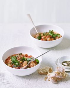 Create this one pot wonder with ingredients you probably already have in the cupboard. With minimal effort and minimal washing up this recipe is a midweek dinner winner.