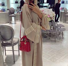 Nude abaya
