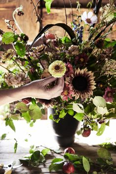 Here are 5 Pro Thanksgiving Flower Arranging Tips from Hudson Valley's Most Iconic Flower Shop Thanksgiving Flowers, Thanksgiving Ideas, Fuerza Natural, Instagram Shop, Hudson Valley, Petunias, Love Flowers, Flower Vases, Floral Arrangements