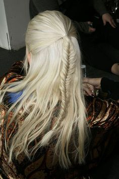 Super easy video tutorial for doing a fishtail braid. Scroll to bottom, after the gallery of braid pics.
