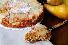 Torta rovesciata alle pere e noci veloce, senza burro, latte, con farina integrale.