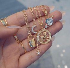 Schmuck und Accessoires # Schmuck - Jewelry and Accessories Schmuck und Accessoires # Schmuck - Dainty Jewelry, Cute Jewelry, Luxury Jewelry, Body Jewelry, Jewelry Accessories, Fashion Accessories, Fashion Jewelry, Fashion Clothes, Fashion Fashion