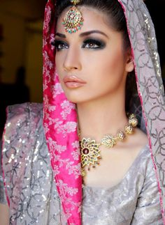 anum yazdani wedding jewellery 2013 c. Pakistani Bride not Indian Divas, Desi Bride, Beauty And Fashion, Women's Fashion, Asian Bridal, Exotic Beauties, Pakistani Bridal, Bride Makeup, Bridal Jewelry