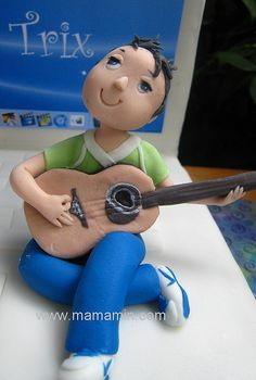 Figurine of guitarist, Trix