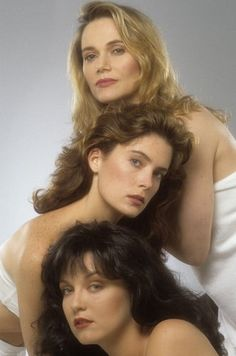 TWIN PEAKS  Peggy Lipton - Norma Jennings   Lara Flynn Boyle - Donna Hayward   Sheryl Lee - Audrey Horne.
