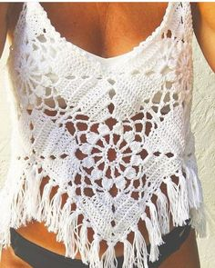 Fabulous Crochet a Little Black Crochet Dress Ideas. Georgeous Crochet a Little Black Crochet Dress Ideas. Pull Crochet, Mode Crochet, Crochet Crop Top, Crochet Granny, Crochet Bikini, Knit Crochet, Crochet Fringe, Hand Crochet, Blouse Au Crochet