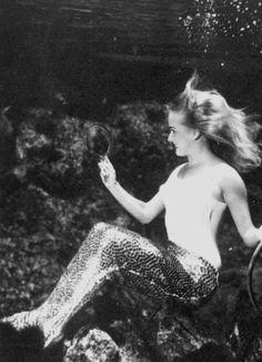 Weeki Wachee Springs Mermaid, 22nd May, 1969  Movies were filmed here way back when! The vintage mermaid photos always seem so glamorous.