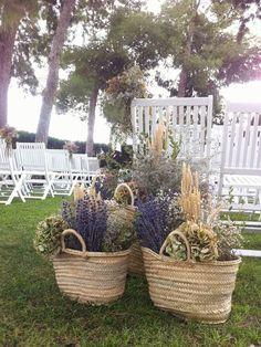 39 ideas wedding flowers bouquet rustic florists for 2019 Wedding Colors, Wedding Styles, Ceremony Decorations, Flower Bouquet Wedding, Dried Flowers, Garden Pots, Garden Wedding, Greenery, Flower Arrangements