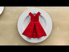 Napkin folding: Dress 👗 Make a simple table decoration yourself with paper napkins. Other ideas for decorating your own tab Christmas Napkin Folding, Paper Napkin Folding, Christmas Tree Napkins, Cloth Napkins, Paper Napkins, Simple Table Decorations, Paper Crafts Origami, Wedding Napkins, Youtube