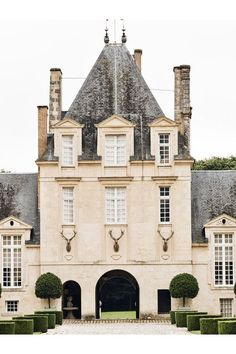 Well holy shit hell fire n damnation. Le Jonchet, Givenchy's gorgeous country estate; a Renaissance castle from the early 17th c.