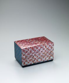 写真:螺鈿蒔絵漆箱「詰草」