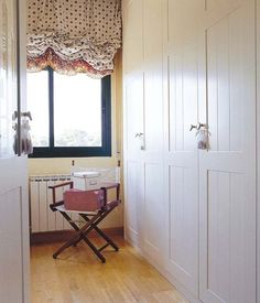 puertas pintadas en blanco Ideas Armario, Built In Robes, Furniture Upholstery, Closet Doors, Valance Curtains, Building A House, Interior Decorating, New Homes, Sweet Home