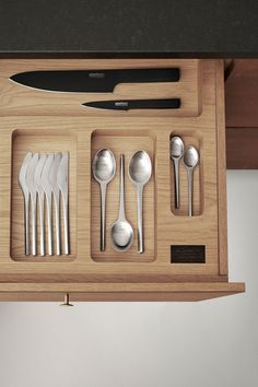 A true classic Prisme is a simple and beautiful cutlery in a timeless and still modern design - a real classic. Prisme was designed in 1960 by silversmith Jørgen Dahlerup and designer Gert Holbek. The characteristic for Prisme is the special triangular form language.