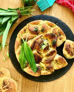 Das komplette Rezept findet ihr auf Thom's Küchen.block #pogaca #pogatsche #pogacsa #wildgarlic #bärlauch #kochkunst #kulinarik #rezeptideen #soulfood #guteküche #hausmannskost #einfacherezepte #esskultur #kochrezepte #kochen #kochenmachtspaß #diykitchen #österreichischeküche #österreichischerezepte #speisen #speisundtrank #rezeptezumnachmachen #cooking #schnelleküche #schnellerezepte #blitzrezepte #backen #backrezept #fleischlos #veggiefood #vegetarianrecipe #hungarianfood Snacks, Zucchini, Vegetables, Food, Leek Recipes, Culinary Arts, Fast Recipes, Oven, Appetizers