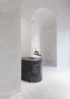 World Architecture Community News - David Chipperfield Architects adds new materials and techniques to Valentino Roman Flagship store Commercial Design, Commercial Interiors, Retail Interior, Interior And Exterior, Interior Walls, Terrazzo, Architecture Design, Italy Architecture, Fashion Architecture