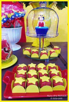 Huhuuuuu.....   Decoração do Super Homem e Mulher Maravilha!   (Superman and W onder Woman)     Niver da Maria Eduarda e do Pedro!   Apaixo...