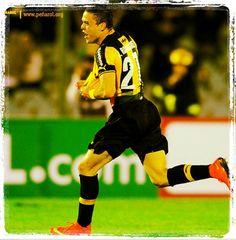 Peñarol 2-0 Jorge Wilstermann   #Jona #Rodríguez celebra el segundo gol de #Peñarol en el duelo de ida ante Jorge #Wilstermann de Bolivia