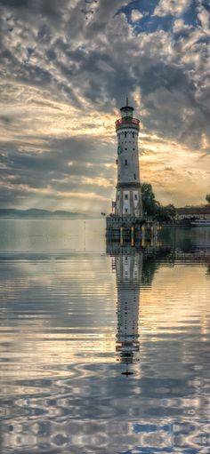 Lighthouse, Lindau Harbour, Lac du Konstanz kevin Paul Jeater - Google+
