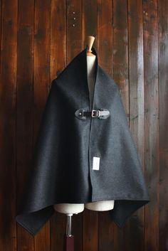 アンゴラウールポンチョ 黒・光沢有り 真鍮x黒牛革 革カスタム可能 マフラー・ストール RAG-STORE ハンドメイド通販・販売のCreema