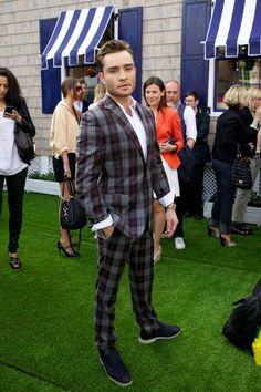 Oh, Chuck Bass.  Some of his suits are excellent examples of good attire, but definitely not this one!