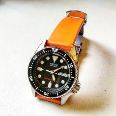 Seiko on a Bonetto Cinturini strap . Dream Watches, Cool Watches, Watches For Men, Seiko Skx, Seiko Watches, Seiko Diver, Affordable Watches, Its A Mans World, Iwc