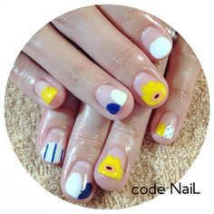 Minimalist nail art negative space nail art