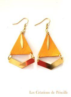 Boucles d'oreilles en cuir orange, chevrons dorés par priscillecreations sur Etsy https://www.etsy.com/fr/listing/573999654/boucles-doreilles-en-cuir-orange