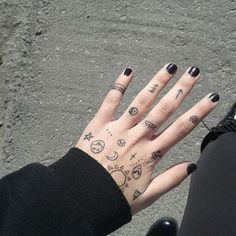 i write/draw a lot on my hands when i'm nervous Tiny Finger Tattoos, Finger Tattoo Designs, Mini Tattoos, Body Art Tattoos, Small Tattoos, Cool Tattoos, Tatoos, Doodle Tattoo, Poke Tattoo