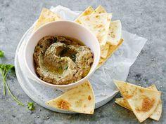 Lähi-idän ruoista tuttu baba munakoisotahna eli Baba ganoush sopii dippikastikkeeksi, levitteeksi ja ruokien lisukkeeksi. Tahnaan käytetään tahinia, joka...