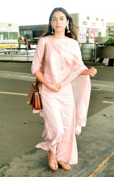 Best Trendy Outfits Part 5 Indian Look, Dress Indian Style, Indian Outfits, Simple Kurta Designs, Kurta Designs Women, Frock Fashion, Fashion Outfits, Simple Indian Suits, Dress Shirts For Women