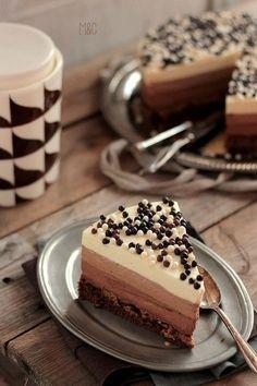 Épinglé par aamen talukdar sur belly chronicles en 2019 торт, еда et рецепт Desserts With Biscuits, Köstliche Desserts, Delicious Desserts, Yummy Food, Cake Recipes, Dessert Recipes, Cake & Co, Casino Cakes, Sweets Cake