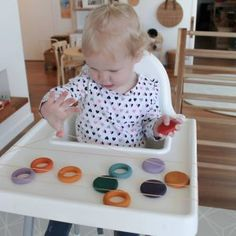 21 Highchair Activities for Tabies & Toddlers – Teach Investigate Play Infant Sensory Activities, Baby Sensory Play, Baby Play, Activities For 1 Year Olds, Toddler Learning Activities, Craft Activities For Kids, Kids Learning, Bebe 1 An, Montessori Toddler