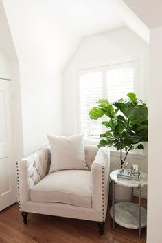 ~ A cozy little nook in the newly decorated home of Steve & Sazan Hendrix. ~