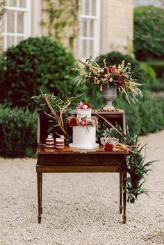 Marsala | Winter Wedding Inspiration | Greenery | Pheasant Feather | Cornwell Manor, Cotswolds | Chris Scuffins Photography | http://www.rockmywedding.co.uk/winter-romance-in-the-cotswolds/