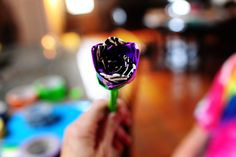 So looking forward to trying to make these duct tape flower pencils (or pens).  So cute!