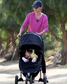 Miranda Kerr hits the trail with little baby Flynn in tow in the Baby Jogger City Mini Stroller. This super popular stroller is available on our website at albeebaby.com.  *Please join us (Albee Baby) on Facebook: http://on.fb.me/1qElS1J  Instagram: http://instagram.com/albeebabydotcom and Twitter: https://twitter.com/AlbeeBaby (no-spam zones!)