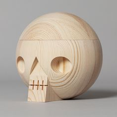 Wooden skull with secret compartment. For keeping memories. Packed in a cardboard box with a graphic Kranium print. Size: Ø 14 cm. Material: Pine wood. Kranium is also available in oak wood, white and black. Made in Sweden.