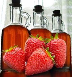 Jest to jedna z bardziej popularnych nalewek w naszym kraju ze względu na spory dostęp do owoców truskawek. Irish Cream, Narnia, Dom, Hot Sauce Bottles, Strawberry, Fruit, Drinks, Thermomix, Drinking