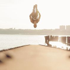 #Repost @benfrankephoto  @luckyluciano112 doing a backflip on a beam over the Hudson River #parkour #nyc #freerunning #tweetme