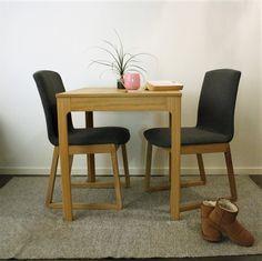 7 fordeler med hvite vegger - Innredningsguiden Dining Chairs, Furniture, Home Decor, Decoration Home, Room Decor, Dining Chair, Home Furnishings, Home Interior Design, Dining Table Chairs