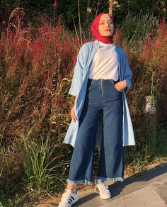 Chic Ways To Wear Denim Culottes For Hijab Style – Hijab Fashion 2020 Hijab Fashion Summer, Muslim Fashion, Korean Fashion, Fashion Outfits, Winter Fashion, Hijab Look, Hijab Style, Hijab Chic, Denim Culottes Outfits