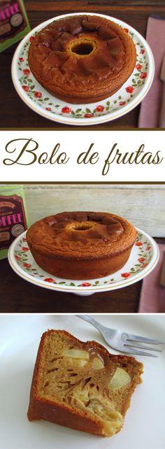 Bolo de frutas | Food From Portugal. Este bolo de frutas é perfeito para um dia de Verão! É simples, fresco e com o aroma da fruta este bolo é ideal para servir com um chá bem gelado! #receita #bolo #fruta
