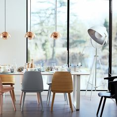 Classic Home Update: Eames Chairs Eames Chairs, Dining Chairs, Dining Table, Dining Rooms, Dining Room Inspiration, Interior Inspiration, Deco Pastel, Decoracion Vintage Chic, Sweet Home