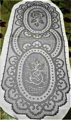 Kira scheme crochet: Scheme crochet no. Crochet Table Runner Pattern, Crochet Doily Patterns, Crochet Tablecloth, Crochet Designs, Crochet Doilies, Knitting Patterns, Oval Tablecloth, Art Au Crochet, Beau Crochet