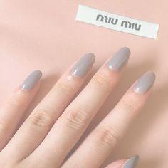 グレーのネイルほんま気に入った 単色 一回塗りでもこんなに可愛い!! #ネイル#セルフネイル#単色ネイル#nail#nailstagram#miumiu#グレーネイル