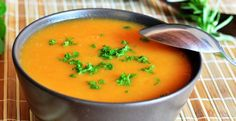On y retrouve que des ingrédients plus que parfait dans cette recette! Yogourt grec, poires...