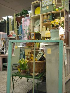 Booth Display by ohio valley antique mall, via Flickr
