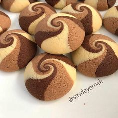 These Chocolate Vanilla Swirl Cookies by are mesmerizing 🌀 . Cookie Recipes, Dessert Recipes, Drink Recipes, Peanut Butter Bread, Waffle Cookies, Gluten Free Biscuits, Bread Shaping, Butter Cookies Recipe, Fudge Sauce