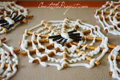 These Halloween pretzel spider webs are so cute! These have to be the coolest Halloween snack ever! Plus pretzels and chocolate are delicious!
