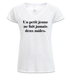 """T-shirt Femme col v profond B&C Blanc - T-shirt """"Un petit jeune ne fait jamais deux mâles"""" #ReformeOrthographe #JeSuisCirconflexe #comboutique #tshirtpersonnalisé"""